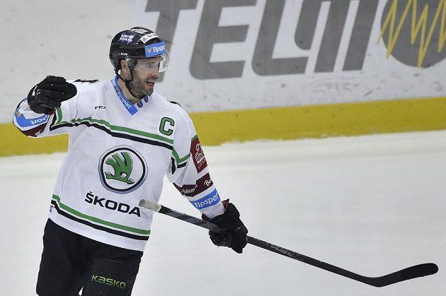 Michal Vondrka z Mladé Boleslavi se raduje z třetího gólu svého týmu proti Vítkovicím.