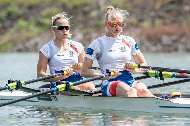 Dvojskif žen Lenka Antošová (vpravo) a Kristýna Fleissnerová během rozjížďek v rámci Mistrovství Evropy 2017 ve veslování, dne 26. května 2017 v Račicích.