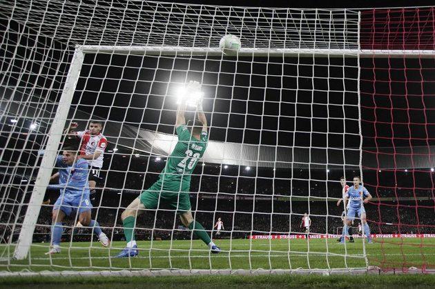 Bryan Linssen dává Slavii druhý gól