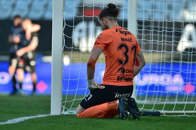 Brankář Pardubic Marek Boháč po inkasovaném gólu.