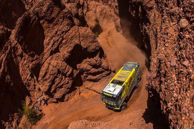 Martin Macík s kamiónem Liaz na trati Rallye Dakar.