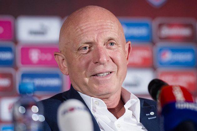 Nový trenér české fotbalové reprezentace Karel Jarolím na nominační tiskové konferenci před zápasy s Arménií a Severním Irskem.