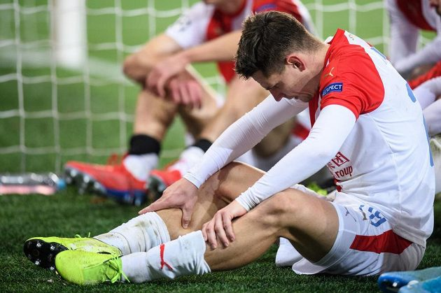Smutný Lukáš Masopust ze Slavie Praha po utkání základní skupiny Ligy mistrů s Interem Milán.