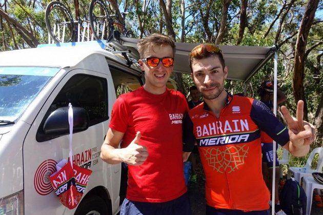 Český cyklista Ondřej Cink (vlevo) s týmovým parťákem Viscontim během závodu Tour Down Under v Austrálii.