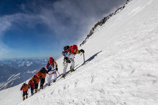 Hora Elbrus má dva vrcholy. Olympijská pochodeň se dostala na ten vyšší - západní (5642 m n.m.)
