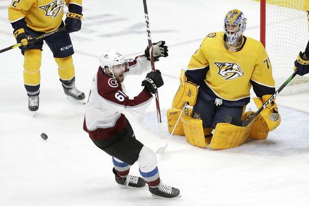 Radost Martina Kauta (vlevo) z druhého gólu v NHL v kariéře.