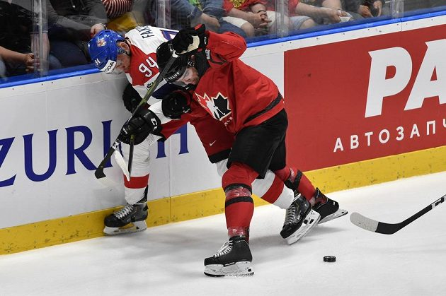 Boj o finále mezi Českem a Kanadou na MS. Radek Faksa (vlevo)
