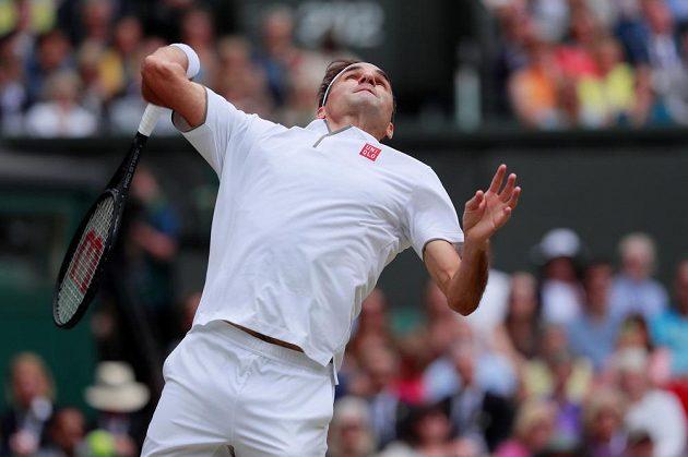 Roger Federer na podání