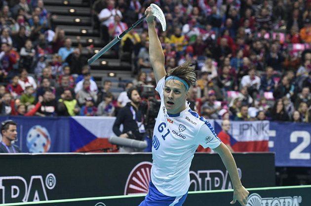 Peter Kotilainen z Finska se raduje z gólu.