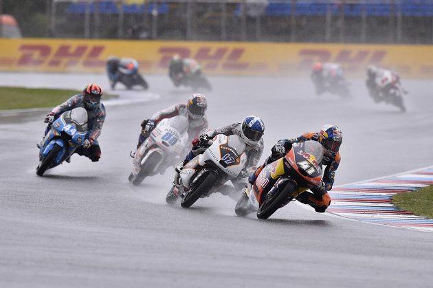 Závod kategorie Moto3 v Brně. Na snímku jako první Brad Binder (JAR), druhý John McPhee z Británie.