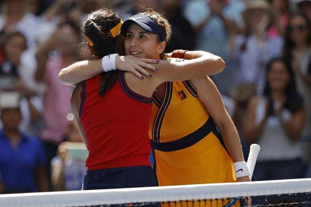 Osmnáctiletá Emma Raducanuová senzačně prošla na US Open z kvalifikace do semifinále. Britská tenistka, které patří v žebříčku až 150. místo, ve čtvrtfinále v New Yorku zdolala 6:3, 6:4 olympijskou vítězku a jedenáctou nasazenou Belindu Bencicovou ze Švýcarska.