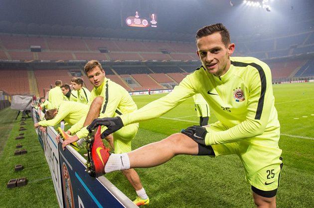 Sparťané Mario Holek (vpředu) a Matěj Pulkrab během středečního tréninku před utkáním Evropské ligy s domácím Interem Milán.