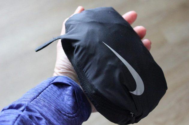 Vesta Nike Aeroloft Flash: Malý, lehký balíček lze také za očko připnout k batohu a pod.