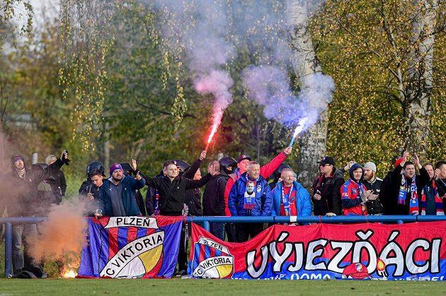 Fanoušci fotbalové Plzně si nenechali ujít pohárový zápas v Chlumci nad Cidlinou.