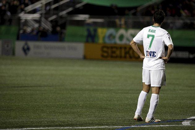 Útočník New Yorku Cosmos Raúl González během utkání s Ottawou.