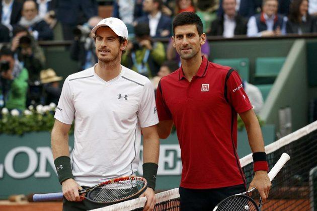 Finalisté Roland Garros 2016 Andy Murray z Velké Británie (vlevo) a Srb Novak Djokovič.