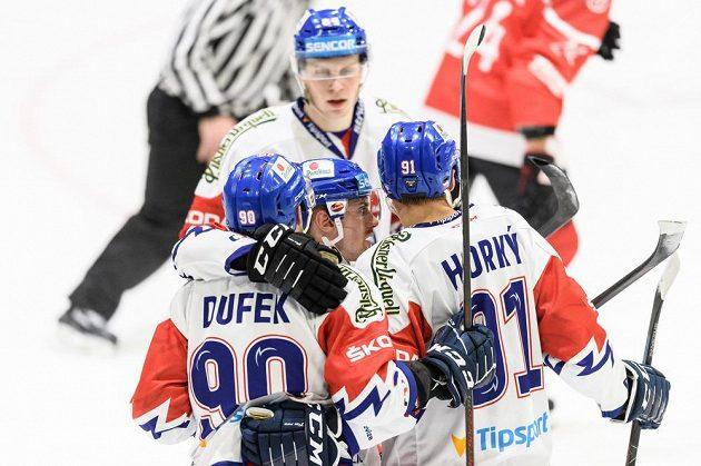 Hokejisté české reprezentace Jan Dufek, Jakub Flek a Luboš Horký oslavují gól na 2:2 v utkání s Rakouskem.