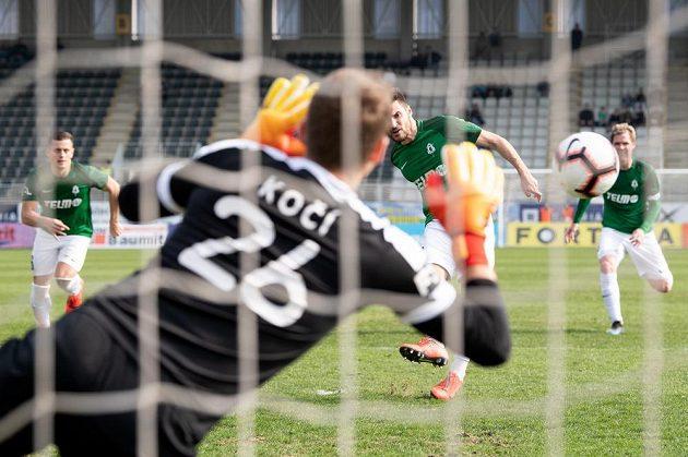 Michal Trávník z Jablonce proměňuje nařízenou penaltu proti Příbrami.