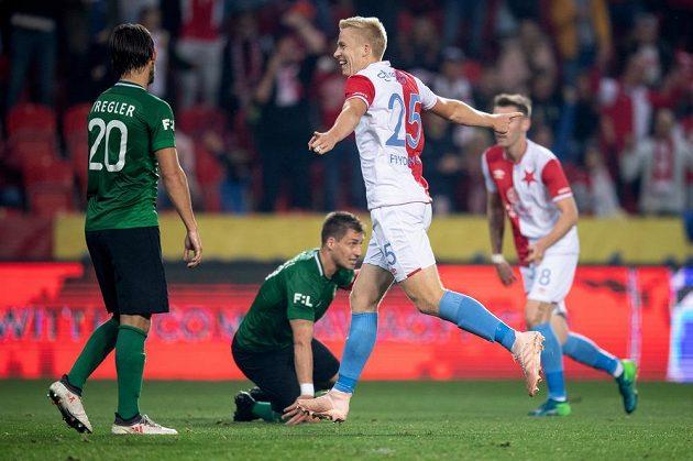 Michal Frydrych ze Slavie Praha oslavuje gól v utkání s Příbramí.