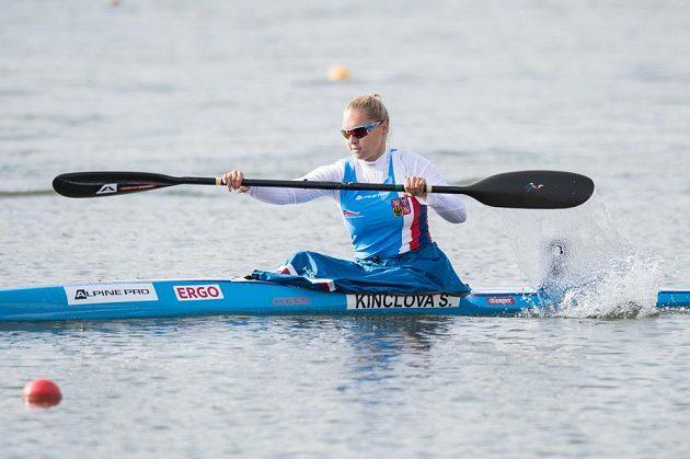 Kajakářka Sofie Kinclová v rozjížďce na 500 m během Mistrovství světa v rychlostní kanoistice v Račicích.