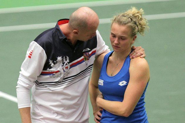 Kateřina Siniaková a kapitán českého týmu Petr Pála po prohrané závěrečné čtyřhře.