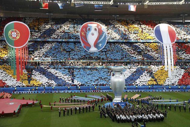 Slavnostní zahájení finále fotbalového mistrovství Evropy mezi Francií a Portugalskem.