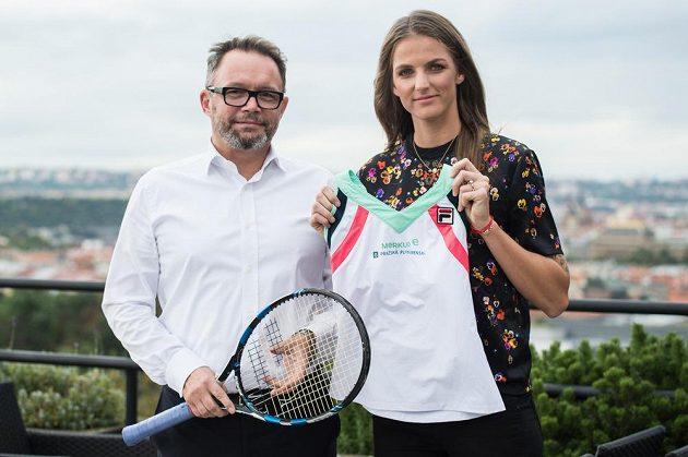 Tenistka Karolína Plíšková a generální ředitel rakouské pojišťovny Merkur Gerald Kogler.