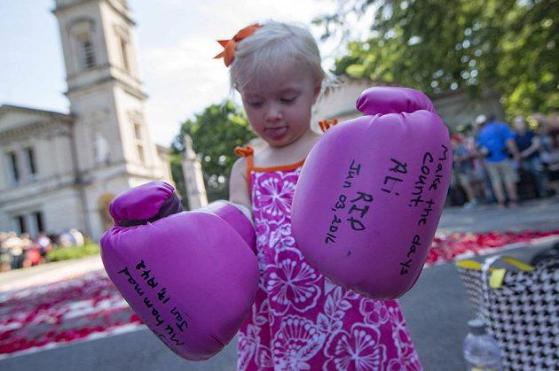 Dvouletá fanynka Muhammada Aliho