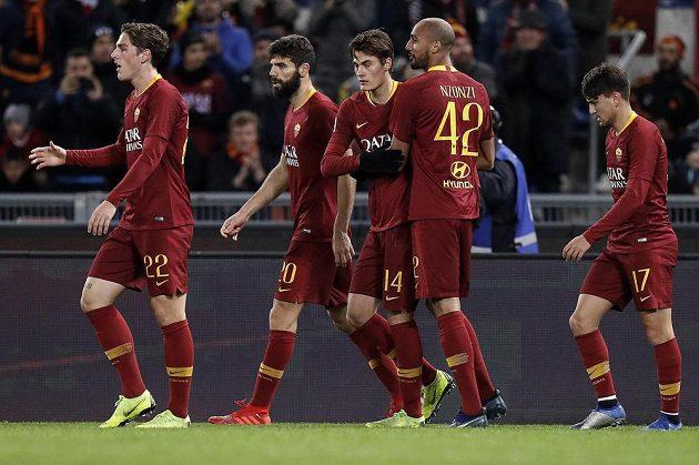 Patrick Schick (14) z AS Řím se raduje z gólu proti Sassuolu.