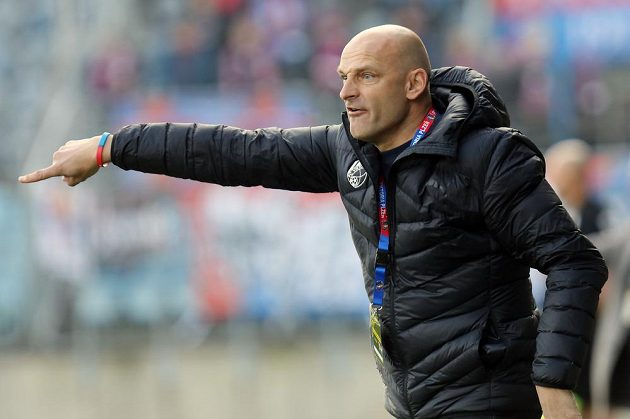 Trenér Viktorie Plzeňě Adrián Guľa.