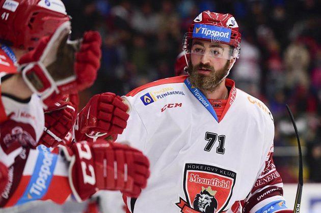 Český útočník Matěj Chalupa (na snímku z 24. listopadu 2019) podepsal v NHL dvouletou smlouvu s Chicagem.