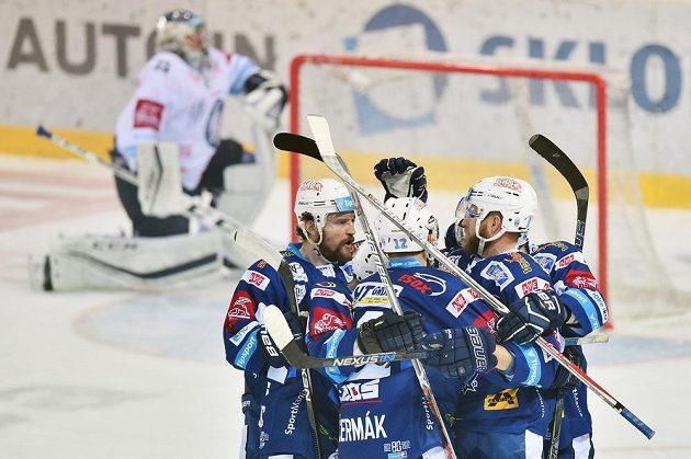 Hráči Brna se radují z gólu proti Liberci v prvním finále.