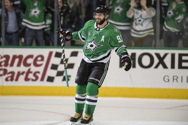 Kanadská hvězda Dallasu Tyler Seguin si připsal v utkání s Calgary tři gólové trefy.