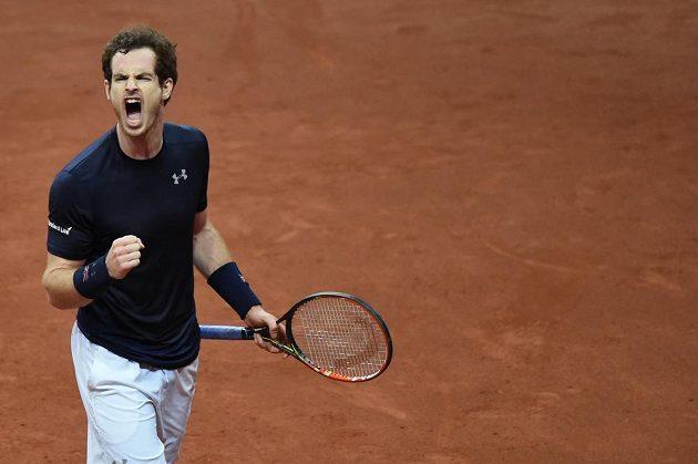 Britský tenista Andy Murray slaví vítězství nad Belgičanem Rubenem Bemelmansem ve finále Davis Cupu.