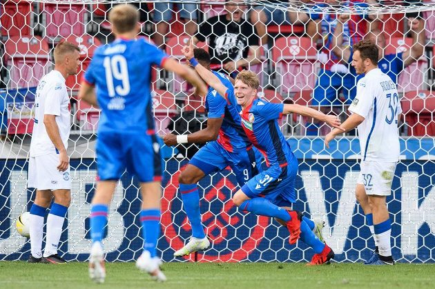 Pavel Šulc z Viktorie Plzeň oslavuje gól na 1:0 během utkání 2. předkola Evropské konferenční ligy.
