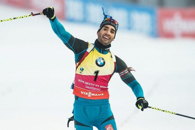 Vítězná radost Martina Fourcada v cíli stíhacího závodu v Novém Městě na Moravě.