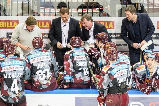Trenéři Sparty (zleva) František Výborný, asistent Martin Janeček, Radim Rulík a asistent Jaroslav Nedvěd během utkání s Vítkovicemi.