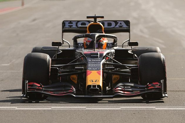 Jezdec formule 1 Max Verstappen na Red Bullu během kvalifikace na VC Nizozemska.