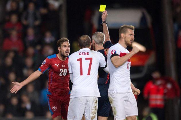 Český obránce Filip Novák (vlevo) během utkání s Tureckem.
