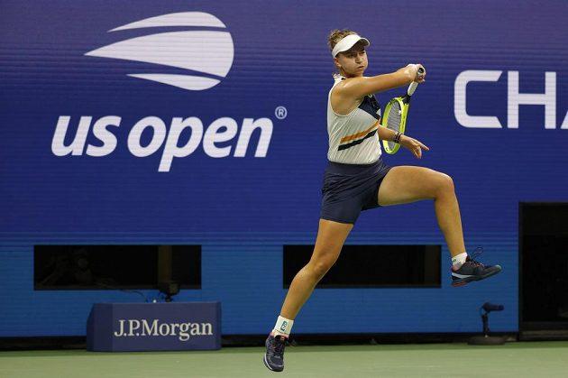Tenistka Barbora Krejčíková v akci v osmifinále US Open.