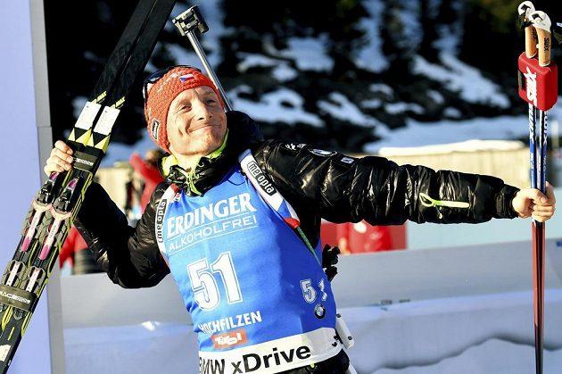Český biatlonista Ondřej Moravec měl v cíli vytrvalostního závodu na MS v Hochfilzenu pořádnou radost. Vybojoval stříbrnou medaili.