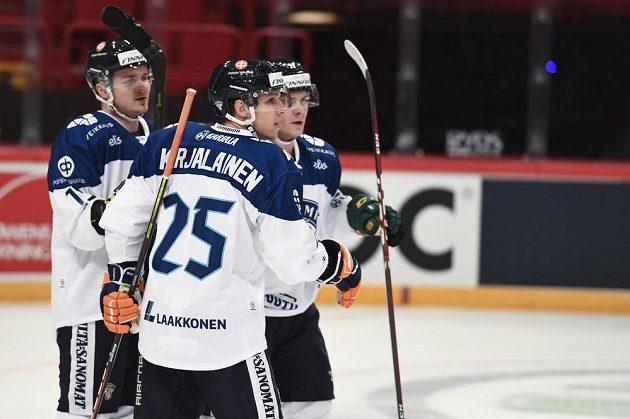 Fin Jere Karjalainen (#25) se postaral o vyrovnávací gól proti Čechům.