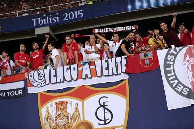 Fanoušci Sevilly během Superpoháru s Barcelonou.