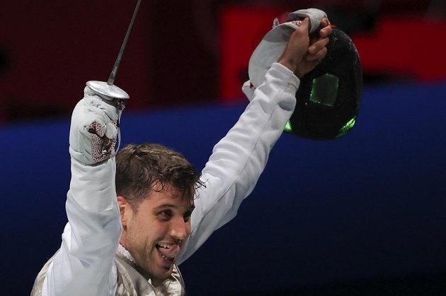 Český šermíř Alexander Choupenitch se raduje z postupu do semifinále soutěže fleretistů.
