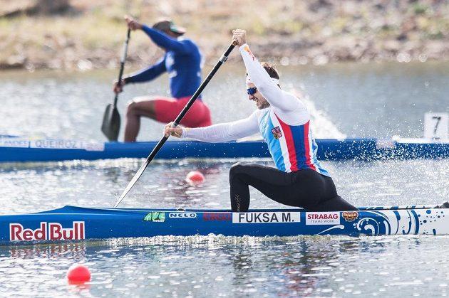 Kanoista Martin Fuksa díky drtivému závěru vyhrál na mistrovství světa v Račicích rozjížďku na 1000 metrů.
