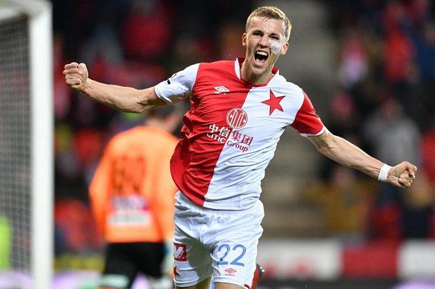 Tomáš Souček se raduje po gólu z penalty proti Teplicím.