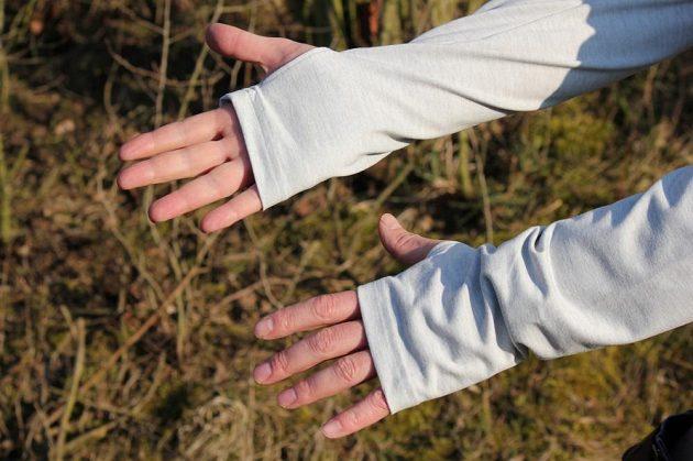 Běžecká mikina Reebok Reflective Speedwick Quarter Zip - prodloužené rukávy se občas hodí.