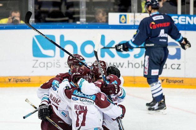 Radost hokejistů Sparty ve třetím finále play off proti Liberci.