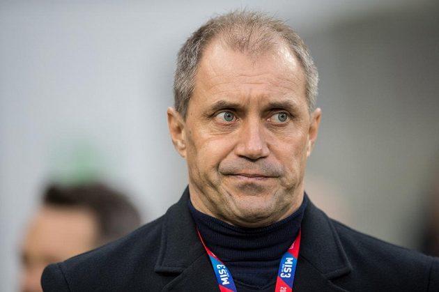 Trenér Viktorie Plzeň Roman Pivarník během utkání s Libercem.