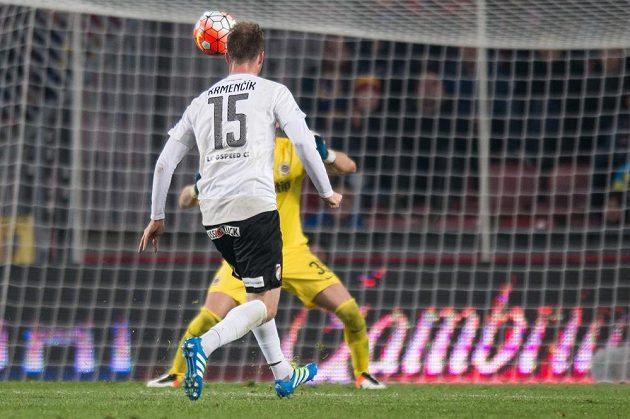 Plzeňský útočník Michael Krmenčík střílí gól na 3:0 v utkání se Spartou.